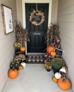 Farmhouse Fall Front Porch Ideas - My Cozy Colorado the best and most beautiful farmhouse fall front porch ideas and inspirations that will give your beautiful home a charming seasonal farmhouse vibe Fall Home Decor, Autumn Home, Entree Halloween, Halloween Items, Outside Fall Decorations, House Decorations, Christmas Decorations, Plaid Decor, Front Door Decor