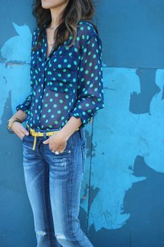 navy blue and turquoise polka dot top + skinny denim + yellow skinny belt