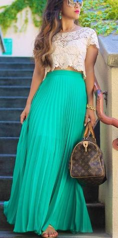 Today I want to draw your attention to women's lace tops that are in style this 2019 year. Maxi Skirt Outfit Summer, Long Skirt Outfits For Summer, Maxi Skirt Outfits, Crop Top Outfits, Floral Maxi Dress, Dress Skirt, The Dress, Summer Outfit, Pleated Skirt