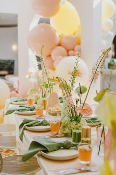 Pastel Balloons, Deco Table, Decoration Table, Event Styling, Event Decor, Tablescapes, Bridal Shower Colors, Bridal Shower Balloons, Bridal Shower Brunch Menu