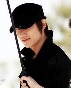 Lee Min Ho as Lee Young Sung in City Hunter 시티헌터