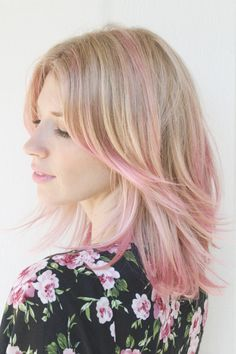 Dye your hair simple & easy to ombre Electric hair color - temporarily use ombre pink hair dye to achieve brilliant results! DIY your hair ombre with hair chalk Pink Blonde Hair, Pink Ombre Hair, Blonde With Pink, Blonde Hair With Pink Highlights, Pastel Highlights, Blonde Streaks, Blonde Ombre, Pink Hair Tips, Pink Hair Streaks