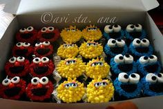 Cupcakes for an adorable Sesame Street party! Sesame Street Birthday Cakes, Elmo Birthday Cake, Sesame Street Cupcakes, Sesame Street Cake, Monster Birthday Parties, Elmo Party, First Birthday Cakes, 2nd Birthday, Birthday Ideas