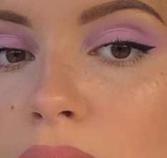 How can you learn tricks if you're just starting to make up? Clean and moisturize your skin Use … Makeup Fx, Makeup Eye Looks, Cute Makeup, Eyeshadow Looks, Makeup Goals, Pretty Makeup, Makeup Inspo, Makeup Trends, Skin Makeup
