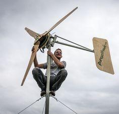 Bau Dir Dein eigenes Windrad! Ein kleines Windrad, das aus den milden Brisen und wilden Stürmen rund um dein Zuhause nützliche Energie macht, gebaut aus ganz einfacher Technik – Jonathan erzählt wie's geht. Bei unseren Windkraft - Workshops lernst du, wie du dir dein eigenes Windrad bauen kannst. Workshop, Sustainable Energy, Planer, Sustainability, Garden Design, Alternative, Electric, Gardening, Future