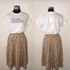 Vestido macadamia y camiseta lovers