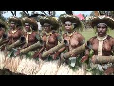Ceremonia singsing, Goroka, Papua Nueva Guinea - YouTube African Tribal Girls, African Image, Africa People, Africa Map, Black History Facts, African Tribes, Island Girl, Native American History, South Pacific