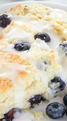 Blueberry Ricotta Scones ~ Classic and crumbly, these tender scones are made with sweet ricotta cheese and loaded with juicy blueberries! Easy No Bake Desserts, Dessert Recipes, Scone Recipes, Muffins, Blueberry Recipes, Blueberry Scones Recipe, Baked Banana, Banana Bread, Peanut Butter Desserts