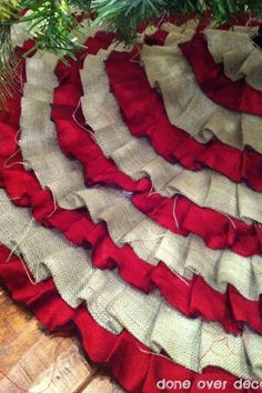 Burlap tree skirt.. I have to make this!