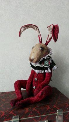 Купить или заказать Diamond. в интернет-магазине на Ярмарке Мастеров. Diamond, будуарный кролик. Прекрасно украсит ваш интерьер, будь это гостиная или спальня. А так же станет вам хорошим другом. Кролик сшит из очень старенкого плюша, голова из папье-маше. Жабо из батиста и шифона. Шею украшает брошь.