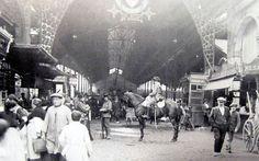 Guàrdia civil a cavall a la Boqueria durant la vaga de La Canadenca. El febrer del 1919 l'acomiadament d'uns treballadors de La Canadenca, nom amb què es coneixia popularment l'empresa hidroelèctrica Barcelona Traction, va desencadenar una vaga que ha passat dins la història de la ciutat com una de les principals manifestacions de la Barcelona de l'època. Després de setmanes de vagues dels diferents sectors els obrers de l'electricitat van deixar a les fosques la ciutat.