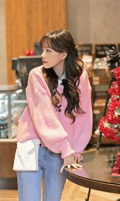 Fashion Tag, Daily Fashion, Fashion Models, Yuri, Japanese Girl Group, Airport Style, Kpop Girls, Korean Fashion, Honda