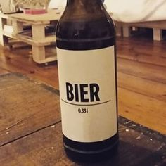 Klar und straight! BIER#freitagabend#bier#beer#hipsterbierausberlin#berlin#hipster#straight#nichtgesund#gönnen#geschmackbrauchtkeinennamen#bierbier#vegan