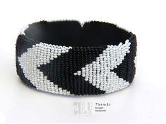 THEMBI  Zulu Beaded Bracelet van ZuluBeadz op Etsy, €9.50