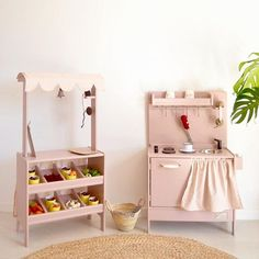 Wooden toy kitchen and market #woodentoys #macarenabilbao