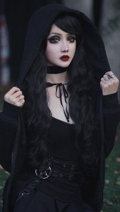 Top Gothic Fashion Tips To Keep You In Style. As trends change, and you age, be willing to alter your style so that you can always look your best. Consistently using good gothic fashion sense can help Gothic Girls, Gothic Lolita, Gothic Dress, Dark Fashion, Gothic Fashion, Fashion Tips, Style Fashion, Fashion Clothes, Fashion Accessories