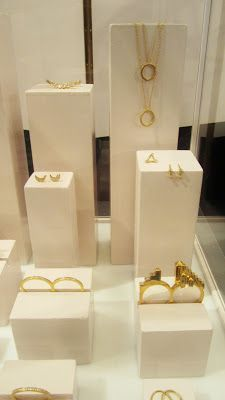 modern jewelry display - Google Search