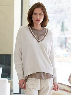 roberta cashmere crystal v neck sweater - Gorsuch Shearling Coat, White V Necks, Brunello Cucinelli, Comfortable Fashion, Cashmere Sweaters, Designing Women, Boyfriend Jeans, Vintage Outfits, Clothes For Women