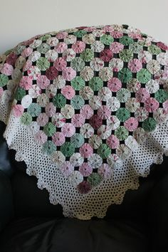 yo yo quilt with crochet cotton border COLOR Crochet Headband Pattern, Crochet Flower Patterns, Fabric Crafts, Sewing Crafts, Sewing Projects, Crochet Gifts, Easy Crochet, Yo Yo Quilt, Quilted Ornaments