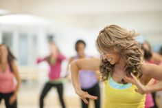 Balada fitness agita academia em São Paulo