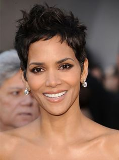 Pin for Later: Endless Gorgeous Celebrity Wedding Hair Ideas Wedding Hairstyles: Short and Sweet If you have short hair and a sassy personality, try Halle Berry's softly spiked style. Short Wavy Pixie, Short Curly Hair, Short Hair Cuts, Curly Hair Styles, Natural Hair Styles, Celebrity Wedding Hair, Short Wedding Hair, Celebrity Weddings, Androgynous Haircut