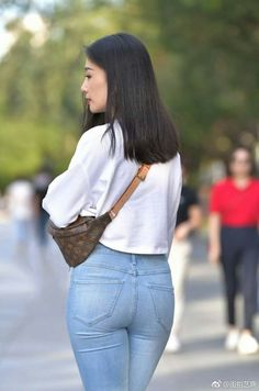 微博 Curvy Jeans, Sexy Jeans, Skinny Jeans, Girls Jeans, Mom Jeans, Sexy Girl, Tights Outfit, Korean Fashion, Leggings Are Not Pants