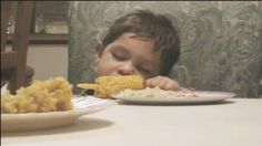 6 Hilarious Hungry Toddlers Who Can& Stay Awake: These funny babies are tot.,Funny, Funny Categories Fuunyy 6 Hilarious Hungry Toddlers Who Can& Stay Awake: These funny babies are totally you when you& hungry but also tired. Funny Babies, Funny Kids, Funny Cute, Hilarious, Baby Memes, Baby Humor, How To Stay Awake, Parenting Quotes, Parenting Classes