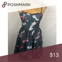 American eagle dress Size dress in great condition, the material is made of 100% polyester. Length from top of chest to bottom hem is 25 inches. The dress also has pockets. Bin E American Eagle Outfitters Dresses Mini