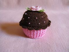 Cupcake de Crochê | Life baby Sapatinhos Crochet Pincushion, Crochet Cake, Crochet Fruit, Crochet Food, Love Crochet, Crochet For Kids, Knit Crochet, Cupcakes, Kawaii Crochet