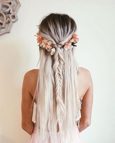 Bohemian hairstyles are worth mastering because they are creative, pretty and so wild. Plus, boho hairstyles do not require much time and effort to do. See more fabulous boho hairstyles. hairstyles boho 60 Best Bohemian Hairstyles That Turn Heads Fishtail Hairstyles, Bohemian Hairstyles, Easy Hairstyles, Beautiful Hairstyles, Creative Hairstyles, Boho Hairstyles For Long Hair, Hairstyles 2018, Simple Homecoming Hairstyles, Homecoming Hairdos