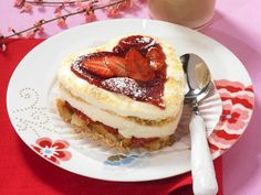 The best Creamy Coconut and Strawberry Tiramisu recipe you will ever find. Welcome to RecipesPlus, your premier destination for delicious and dreamy food inspiration. Strawberry Tiramisu, Strawberry Sauce, Healthy Desserts, Food Inspiration, Good Food, Dishes, Baking, Strawberries, Simple