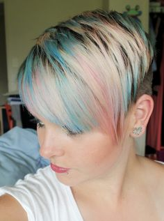 30 Chic Pixie Haircuts: Short Alternative Hairstyles for Girls(Pastel Hair Ends) Popular Short Hairstyles, Popular Haircuts, Funky Hairstyles, Pretty Hairstyles, Hair Styles 2014, Short Hair Styles Easy, Short Hair Cuts, Pink Blonde Hair, Blonde Pixie