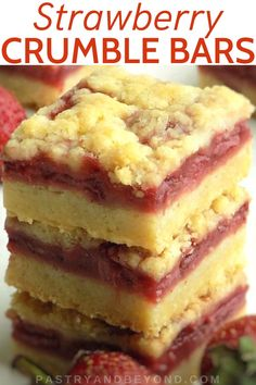 5 Ingredient Strawberry Crumble Bars-You can make these yummy strawberry crumble bars with only 5 ingredients! You need the same dough for the crust and the topping! Strawberry Bars, Strawberry Dessert Recipes, Fruit Recipes, Brownie Recipes, Baking Recipes, Sweet Recipes, Strawberry Cookies, Bar Recipes, Recipies
