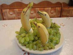 Как оригинально подать фрукты: бананы-дельфины