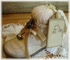 Baby shoe pincushion w/ photo -- cool keepsake upcycle / altered art idea! Vintage Crafts, Vintage Sewing, Sewing Hacks, Sewing Projects, Couture Vintage, Shoe Crafts, Primitive Crafts, Childrens Shoes, Sewing Notions
