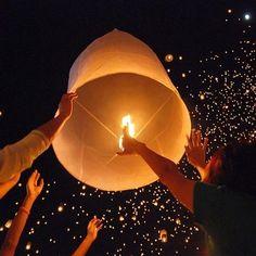 Deze vliegende lampionnen, ook wel de Thaise wensballon genoemd geeft een extra dimensie aan je feest!