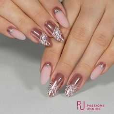 The advantage of the gel is that it allows you to enjoy your French manicure for a long time. There are four different ways to make a French manicure on gel nails. The choice depends on the experience of the nail stylist… Continue Reading → Elegant Nails, Stylish Nails, Trendy Nails, Cute Acrylic Nails, Gel Nail Art, Toe Nails, Pink Nails, Nagellack Design, Pretty Nail Art