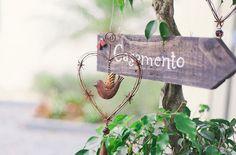 Placa para casamento  Greice e Carlos   http://www.blogdocasamento.com.br/casamento-greice-e-carlos/  #casamento #placadecasamento #decordecasamento #casamentorustico #wedding #weddingsign