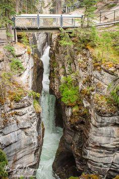 maligne canyon hiking trail
