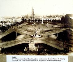 Plaza de Mayo - Cabildo Neoclassical Architecture, Vintage Architecture, Hotel Plaza, Old World, South America, Statue Of Liberty, Paris Skyline, Life Is Good, Louvre