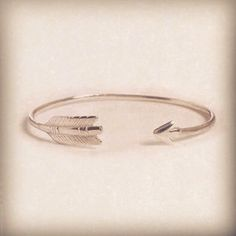 Arrow bracelet in silver