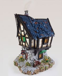 Daniel Hensel builds beautiful medieval LEGO houses inspired by the Lord of the Rings and other fantasy worlds. Lego Projects, Welding Projects, Auction Projects, Lego Burg, Lego Ritter, Construction Lego, Lego Knights, Amazing Lego Creations, Medieval Houses