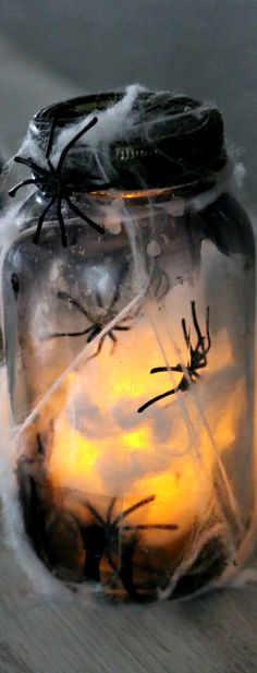 Halloween Mason Jar, how to make a light up Halloween mason jar perfect for spooky decor
