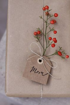 Wrapping gifts using foliage