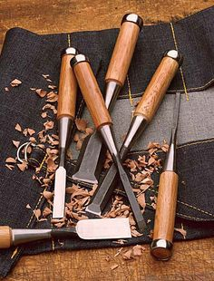 Comprehensive article on How to Use Wood Chisels Woodworking Chisels, Woodworking Skills, Woodworking Workshop, Woodworking Projects Plans, Teds Woodworking, Japanese Tools, Japanese Woodworking, Wood Carving Tools, Wood Carvings