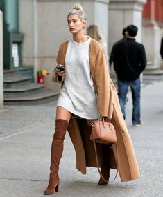 Stunning new street style crush from hailey baldwin no 01 - So chic ! - Stunning new street style crush from hailey baldwin no 02 – Uniq LOG - Autumn Fashion Casual, Casual Winter Outfits, Trendy Outfits, Fashion Outfits, Outfit Winter, Womens Fashion, Winter Dresses, Casual Fall, Casual Chic