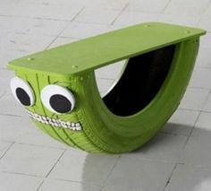 Klasse DIY Idee für den Garten. Alte Autoreifen halbieren, bemalen und zum Spielen für die Kinder im Garten benutzen