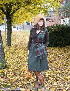 Solanah of Vixen Vintage autumn look Ways To Wear A Scarf, How To Wear Scarves, Tartan Sash, Vintage Outfits, Vintage Fashion, Modern Fashion, Scottish Dress, Tweed Run, Vintage Clothing Online