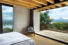 En esta residencia de Valle de Bravo la iluminación, el viento y la naturaleza son los protagonistas principales.