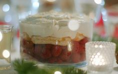 Mary Berry limoncello trifle recipe on Mary Berry's Christmas Party – The Talent Zone Mary Berry Trifle, Mary Berry Desserts, Trifle Desserts, No Cook Desserts, Dessert Recipes, Mary Berry Christmas, Christmas Trifle, Christmas Desserts, Christmas Recipes